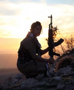 YPG fighter in Koban — Photo: Max Retallack.